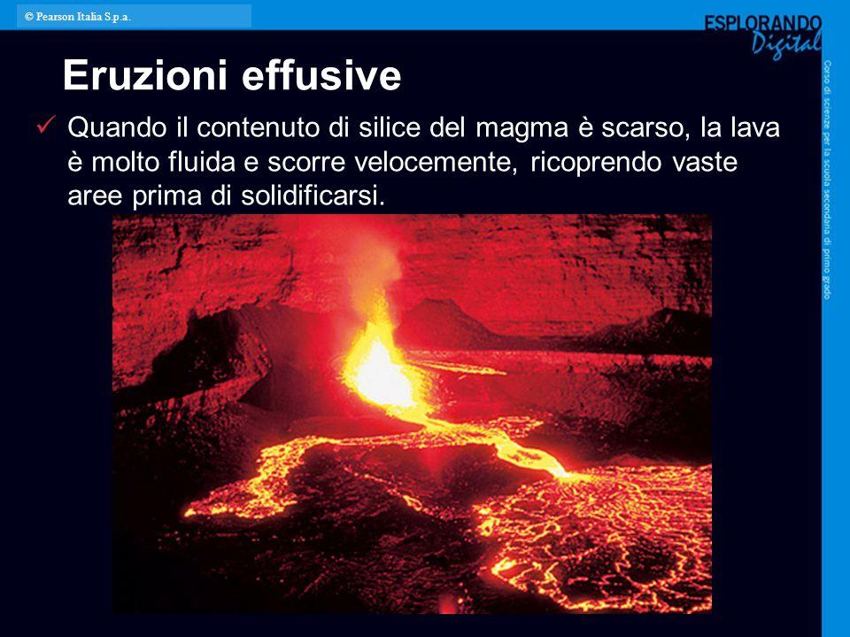 Eruzioni effusive Quando il contenuto di silice del magma è scarso, la lava è molto fluida e scorre velocemente, ricoprendo vaste aree prima di solidi