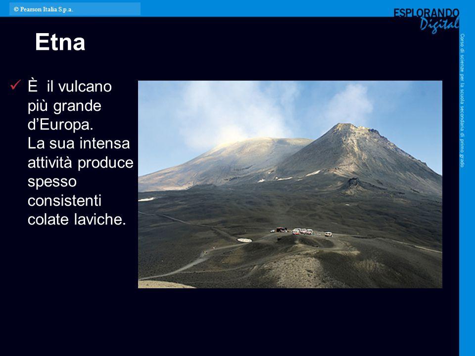Etna È il vulcano più grande d'Europa. La sua intensa attività produce spesso consistenti colate laviche. © Pearson Italia S.p.a.
