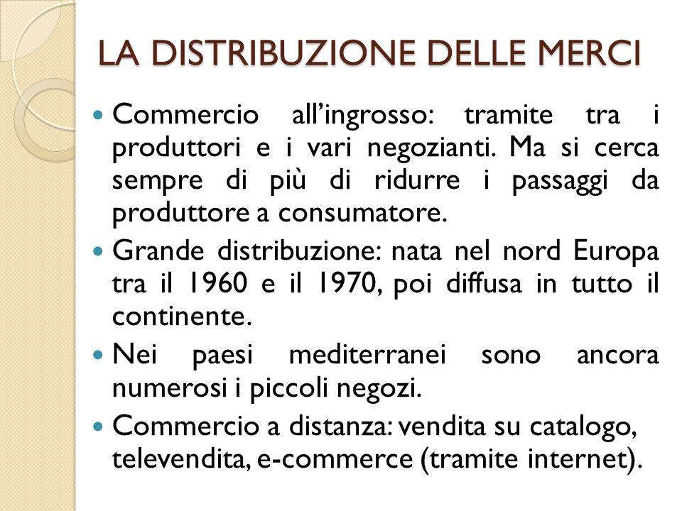 LA DISTRIBUZIONE DELLE MERCI Commercio all'ingrosso: tramite tra i produttori e i vari negozianti.