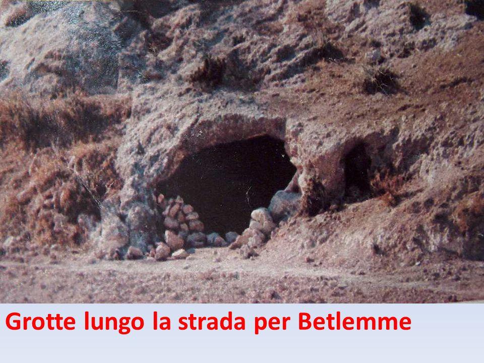 Grotte lungo la strada per Betlemme