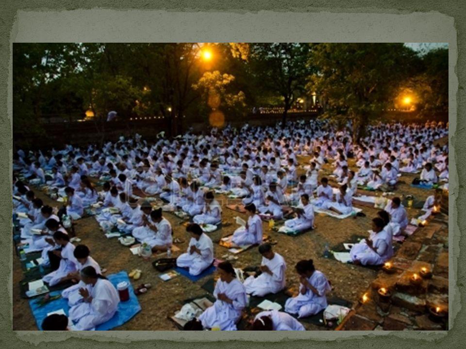 Queste dipendono dal tipo di buddismo che si segue. Alcuni buddisti adorano in templi. Altri invece hanno altari in casa o partecipano a delle feste r