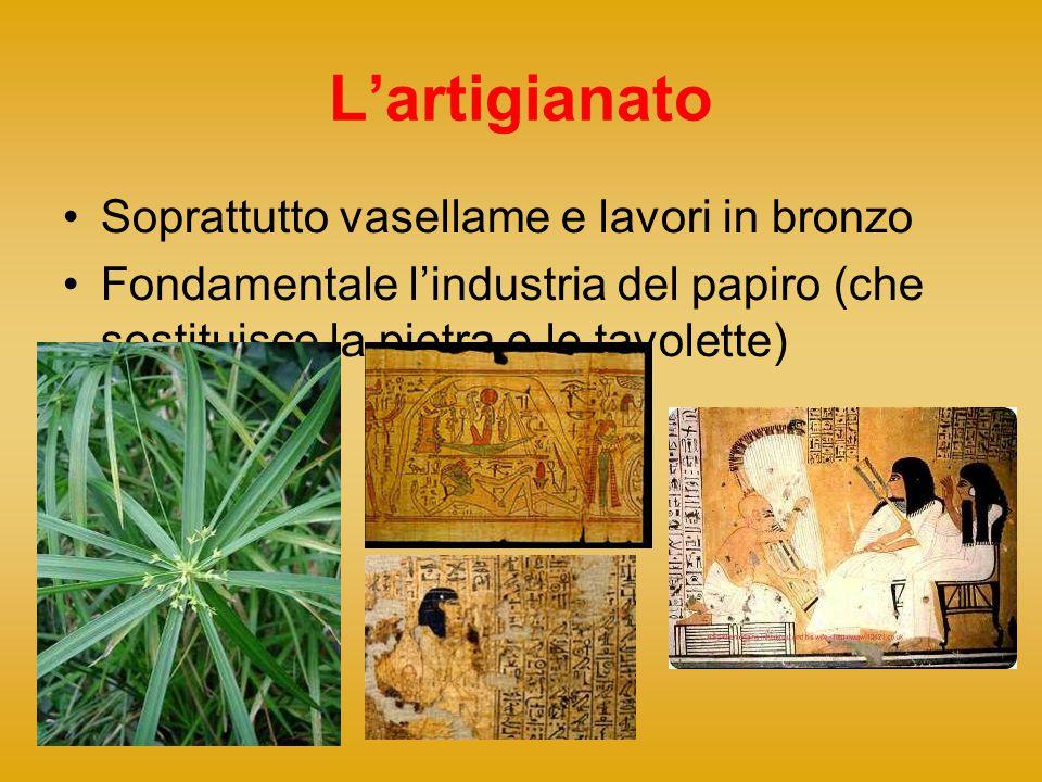 L'artigianato Soprattutto vasellame e lavori in bronzo Fondamentale l'industria del papiro (che sostituisce la pietra e le tavolette)