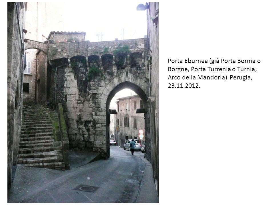 Porta Eburnea (già Porta Bornia o Borgne, Porta Turrenia o Turnia, Arco della Mandorla). Perugia, 23.11.2012.