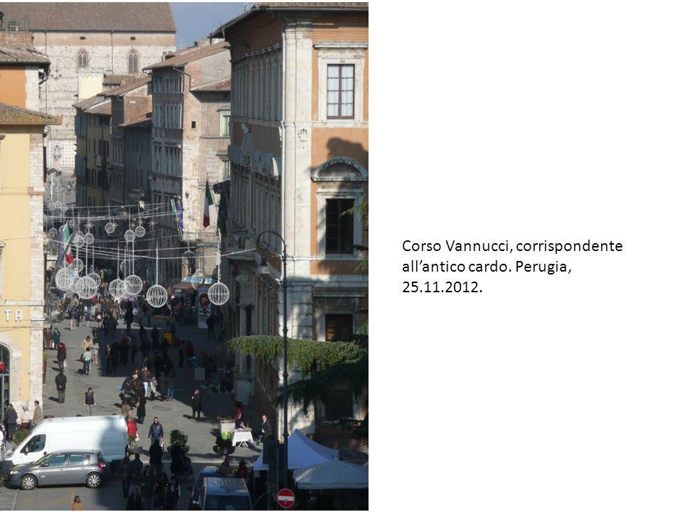 Corso Vannucci, corrispondente all'antico cardo. Perugia, 25.11.2012.