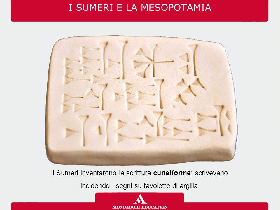 I Sumeri inventarono la scrittura cuneiforme; scrivevano incidendo i segni su tavolette di argilla.