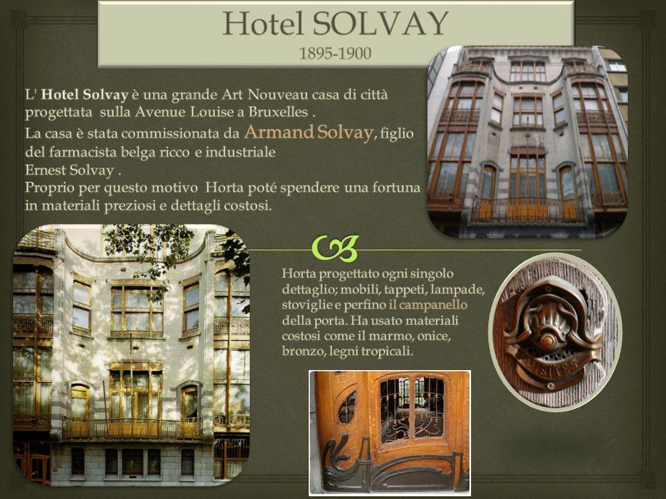 L'Hotel prevede al piano terra un ufficio privato, grandi spazi di servizio; al piano nobile un salone con un balcone e una grande sala da pranzo verso il giardino; ai piani superiori gli appartamenti privati.