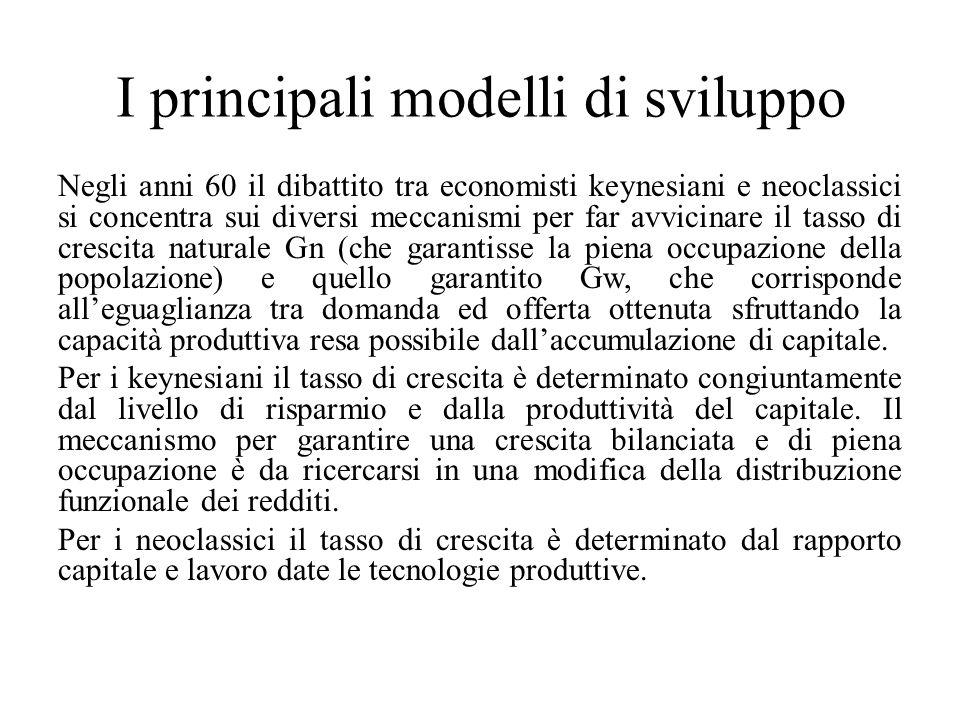 I principali modelli di sviluppo Negli anni 60 il dibattito tra economisti keynesiani e neoclassici si concentra sui diversi meccanismi per far avvici