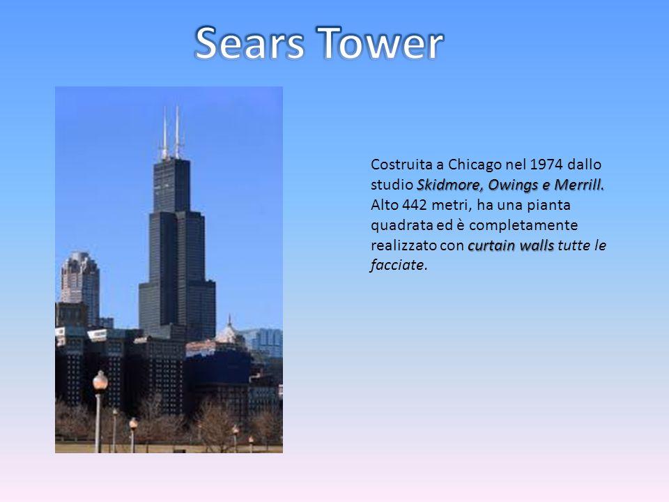 Skidmore, Owings e Merrill. Costruita a Chicago nel 1974 dallo studio Skidmore, Owings e Merrill. curtain walls Alto 442 metri, ha una pianta quadrata
