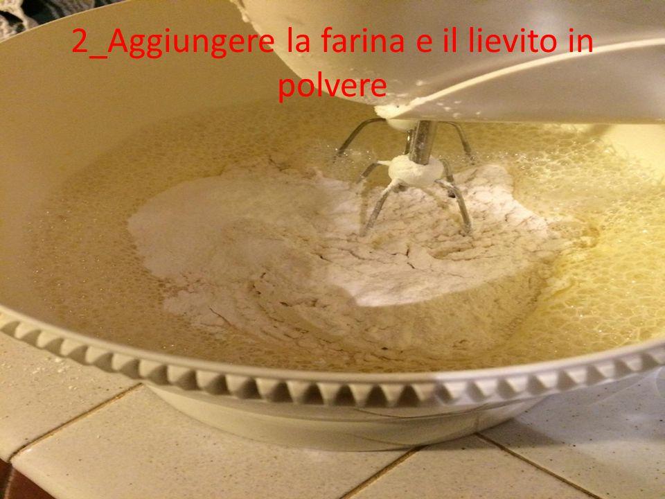 2_Aggiungere la farina e il lievito in polvere