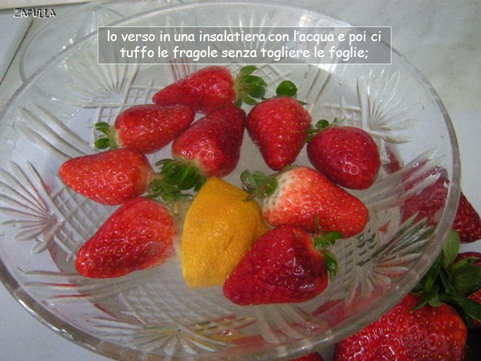 Uso il limone, per togliere le impurità: ne estraggo il succo,con lo spremiagrumi,