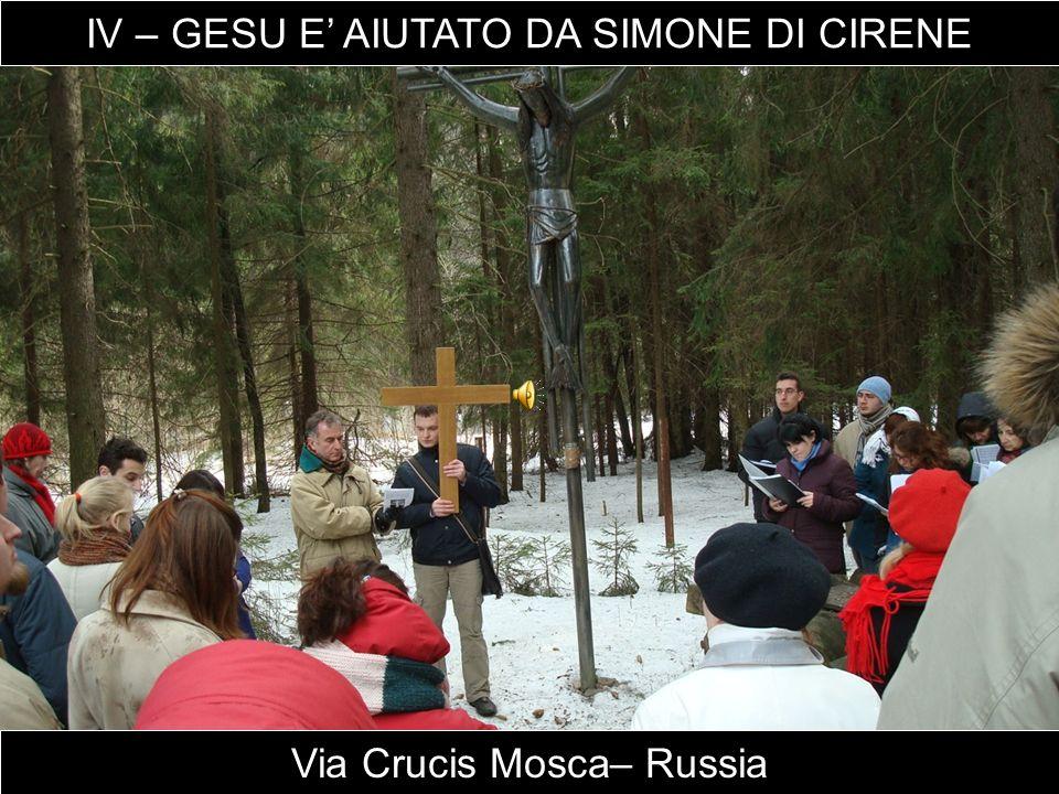 Via Crucis Mosca– Russia IV – GESU E' AIUTATO DA SIMONE DI CIRENE