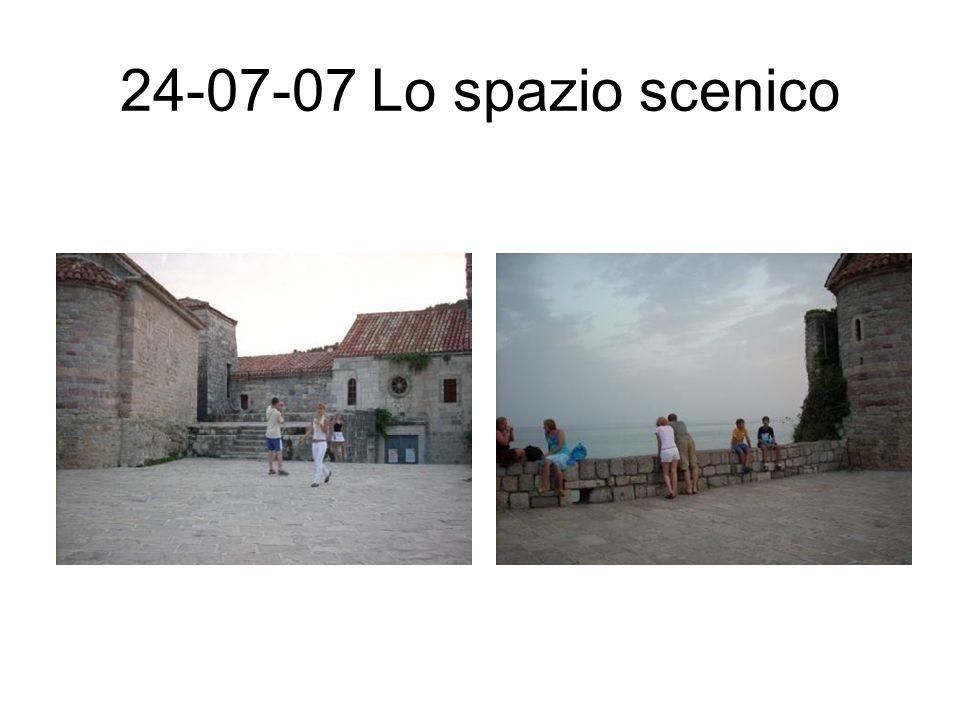 24-07-07 Lo spazio scenico