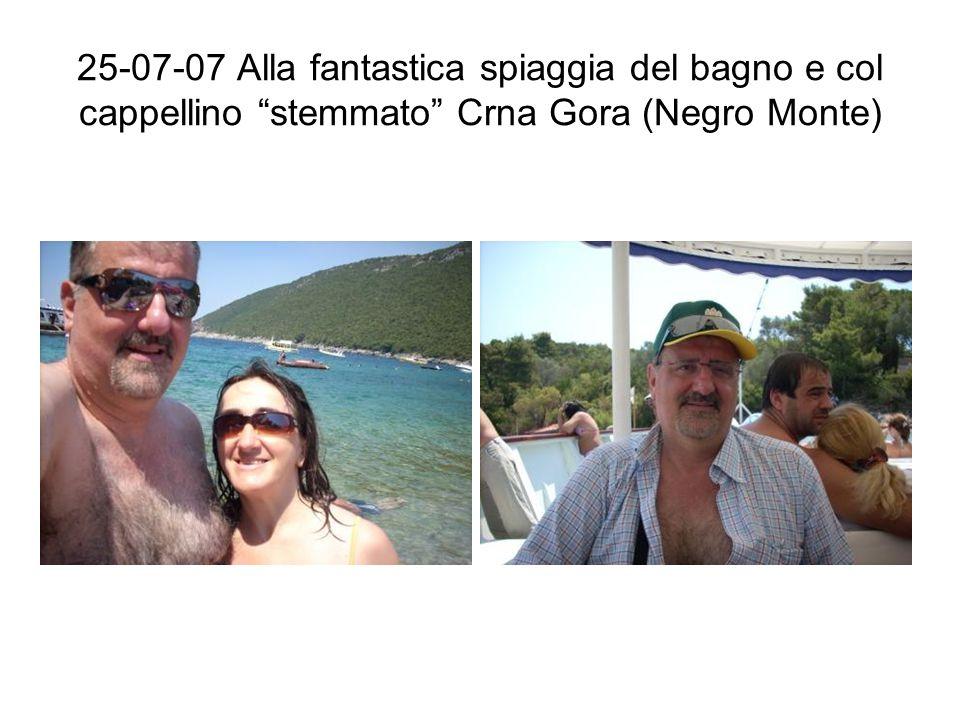 25-07-07 Alla fantastica spiaggia del bagno e col cappellino stemmato Crna Gora (Negro Monte)