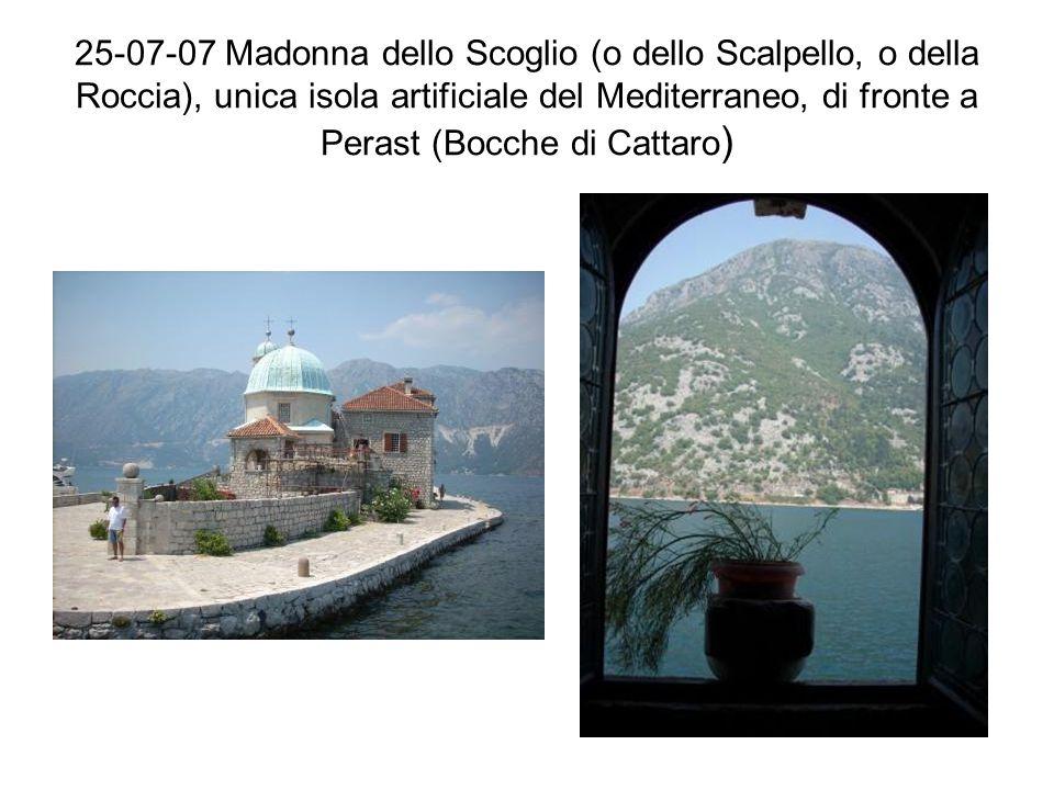 25-07-07 Madonna dello Scoglio (o dello Scalpello, o della Roccia), unica isola artificiale del Mediterraneo, di fronte a Perast (Bocche di Cattaro )