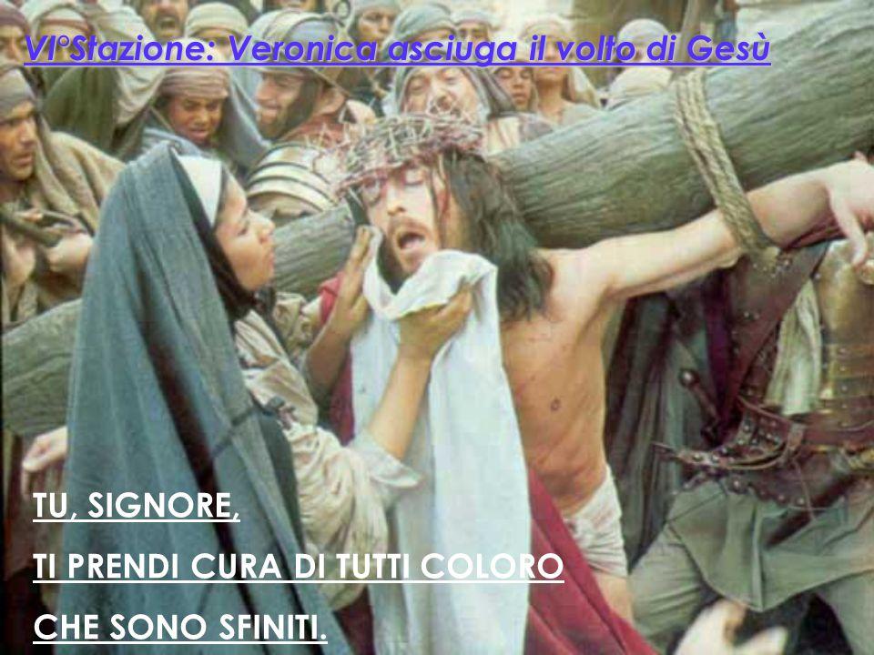 TU, SIGNORE A CIASCUNO TENDI LA MANO ! V° Stazione: Il Cireneo aiuta Gesù a portare la croce