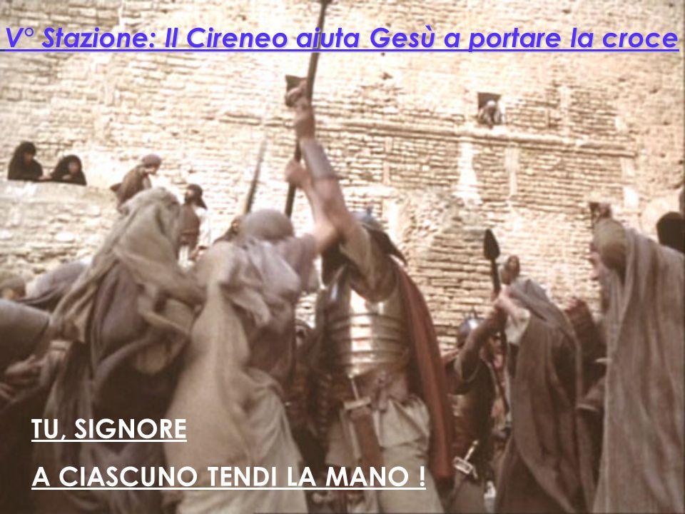 TU, SIGNORE A TUTTI OFFRI I SEGNI DELLA TUA PRESENZA! XIII° Stazione: Gesù è deposto dalla croce