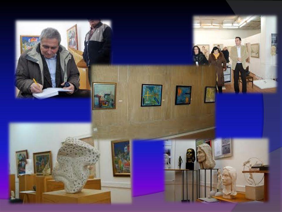  La città è davvero artistica e famosa con tante gallerie e mostre culturale e d'arte.  Le persone che sono legati d'arte e sono già state più noti