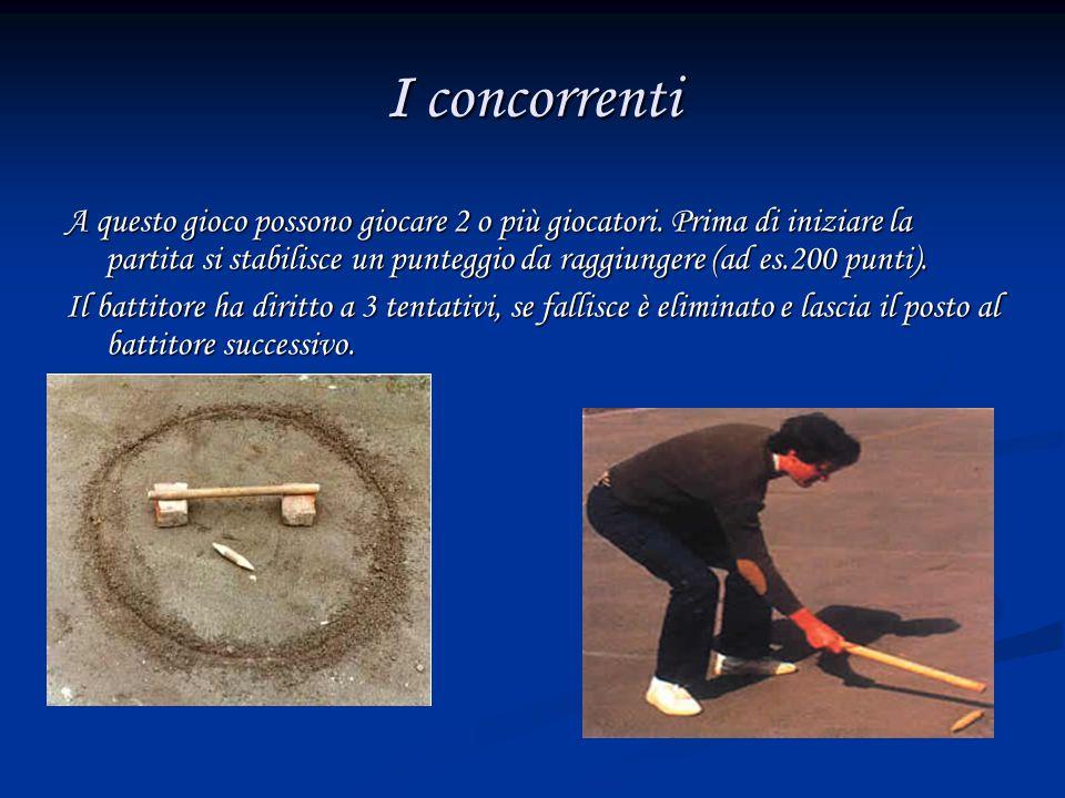 Come si gioca Esistono due tipi di gioco: A)Lippa con solo battuta: il giocatore dopo aver battuto la lippa misura la distanza raggiunta dalla base al punto di arrivo con lo stesso bastone di battuta.