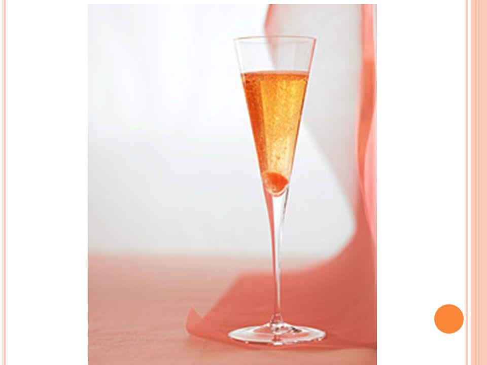 Kir Royal 9.0 cl Champagne 1.0 cl Crema di Cassis Procedimento : si prepara direttamente nella flûte, versando prima la Crème de Cassis e infine colmando con champagne ben freddo.