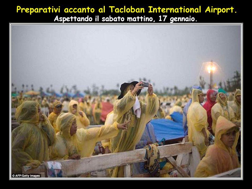 Preparativi accanto al Tacloban International Airport. Aspettando il sabato mattino, 17 gennaio.