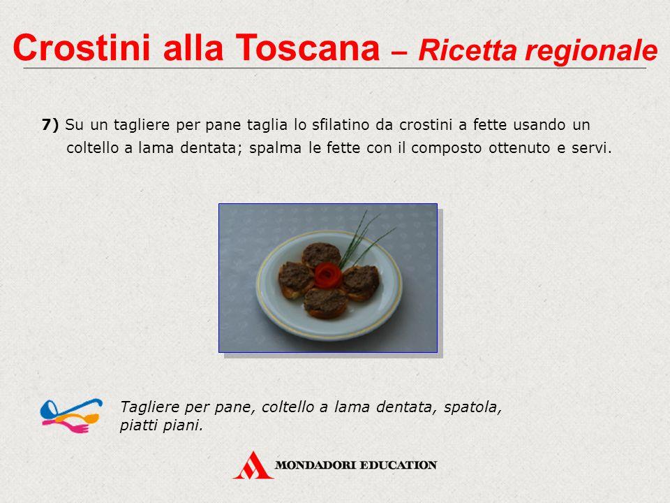Crostini alla Toscana – Ricetta regionale 7) Su un tagliere per pane taglia lo sfilatino da crostini a fette usando un coltello a lama dentata; spalma