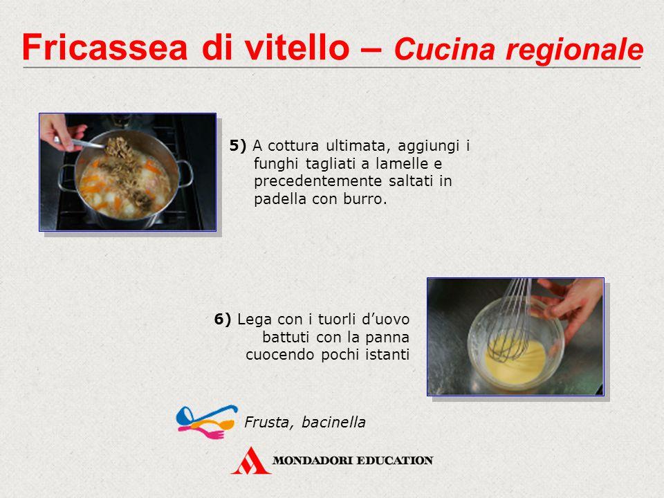 5) A cottura ultimata, aggiungi i funghi tagliati a lamelle e precedentemente saltati in padella con burro.