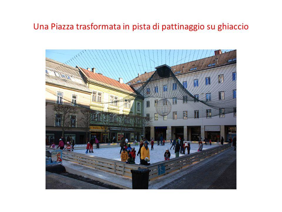 Una Piazza trasformata in pista di pattinaggio su ghiaccio