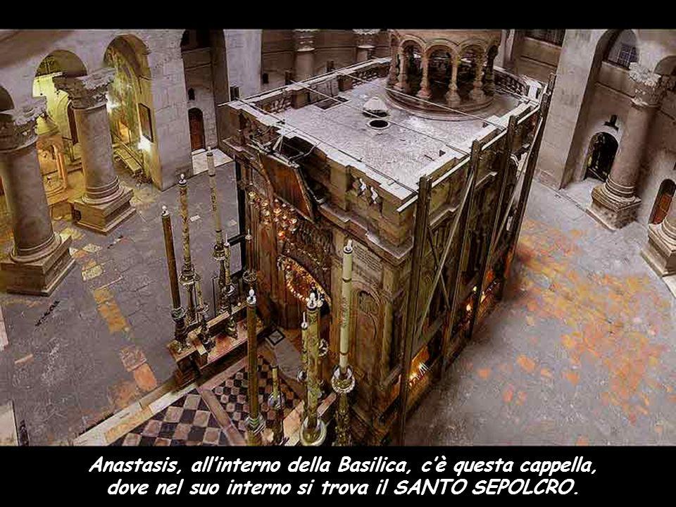 Basilica del Santo Sepolcro. Ai piedi dell'altare si può vedere la Roccia del Calvario. Passione di nostro Signore Gesù Cristo secondo Matteo Mt 26, 1