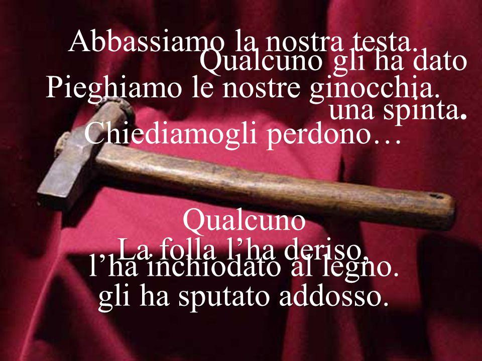 Questo è il Venerdì Santo! Un Re spodestato dal Trono, deposto anche dal legno… Non può restare appeso il nostro Dio! Ci lascia la Sua Croce, da accog