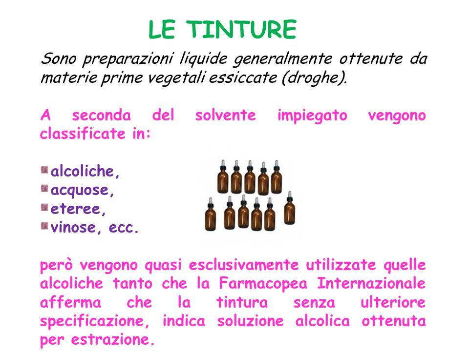 LE TINTURE Sono preparazioni liquide generalmente ottenute da materie prime vegetali essiccate (droghe). A seconda del solvente impiegato vengono clas