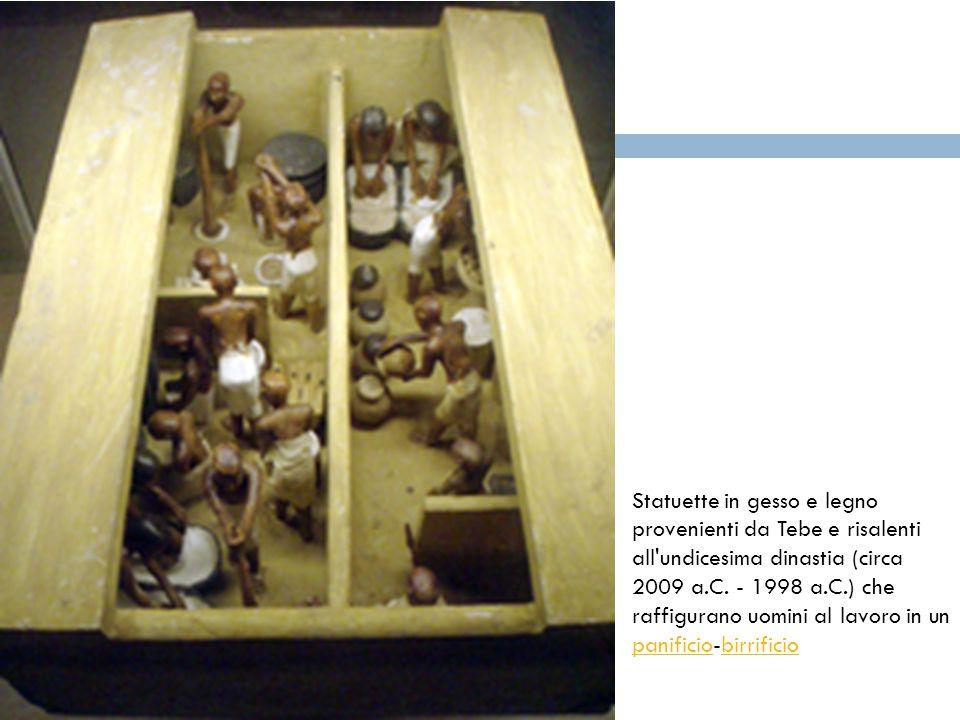 Statuette in gesso e legno provenienti da Tebe e risalenti all'undicesima dinastia (circa 2009 a.C. - 1998 a.C.) che raffigurano uomini al lavoro in u