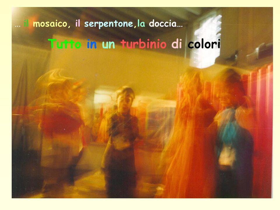 … il mosaico, il serpentone,la doccia… Tutto in un turbinio di colori