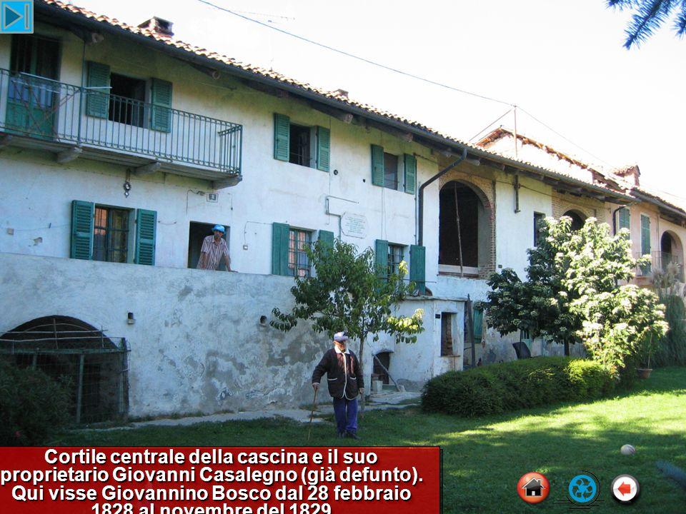 Cortile centrale della cascina e il suo proprietario Giovanni Casalegno (già defunto).