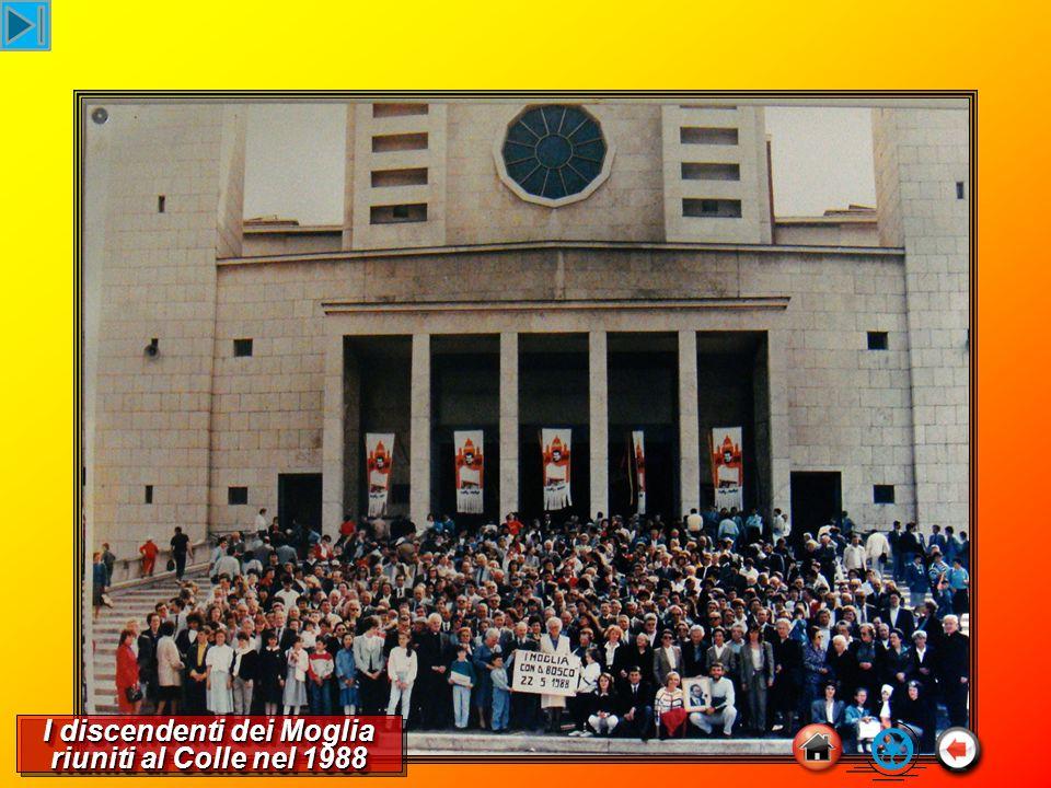 I discendenti dei Moglia riuniti al Colle nel 1988