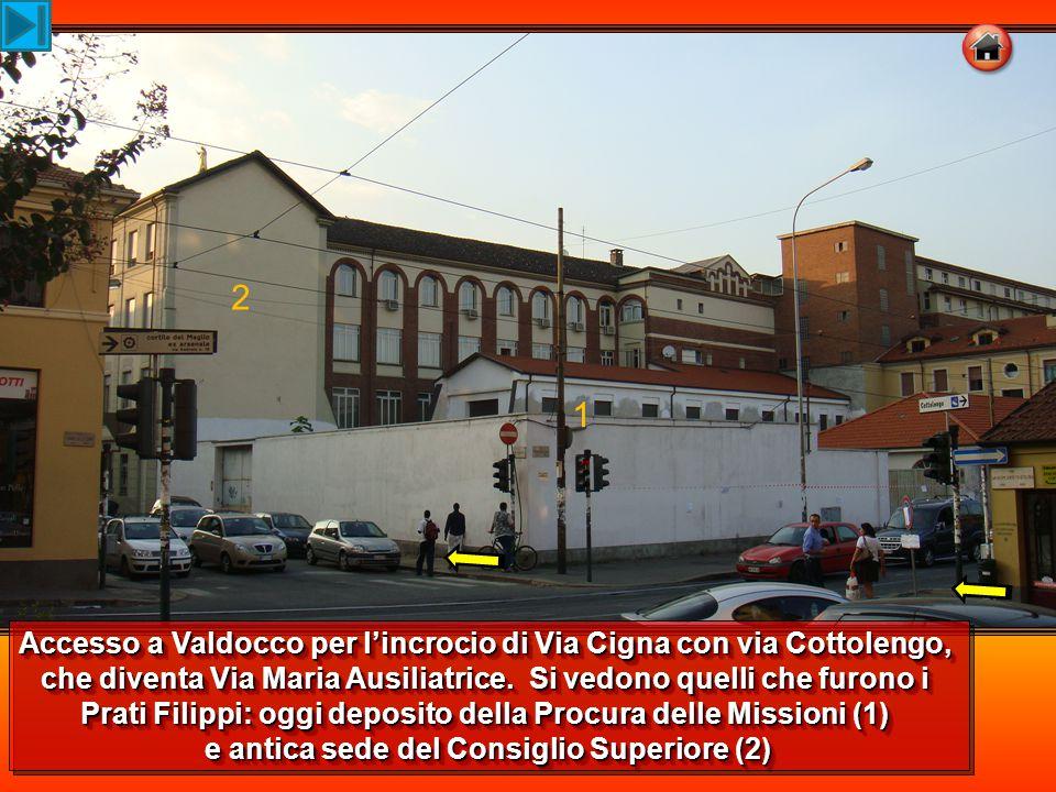 1 2 Accesso a Valdocco per l'incrocio di Via Cigna con via Cottolengo, che diventa Via Maria Ausiliatrice. Si vedono quelli che furono i Prati Filippi