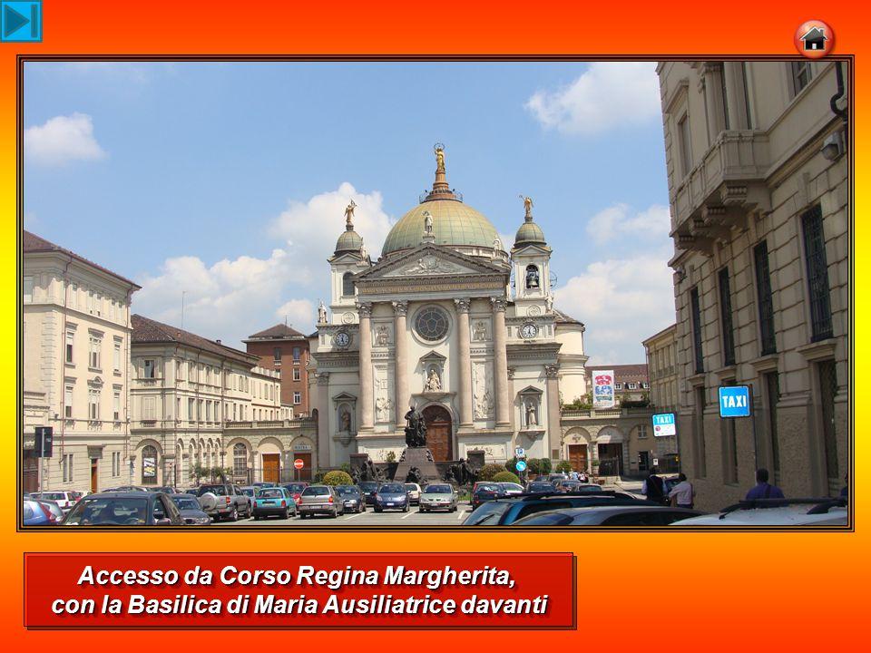 Accesso da Corso Regina Margherita, con la Basilica di Maria Ausiliatrice davanti