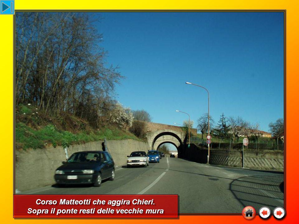 Corso Matteotti che aggira Chieri. Sopra il ponte resti delle vecchie mura