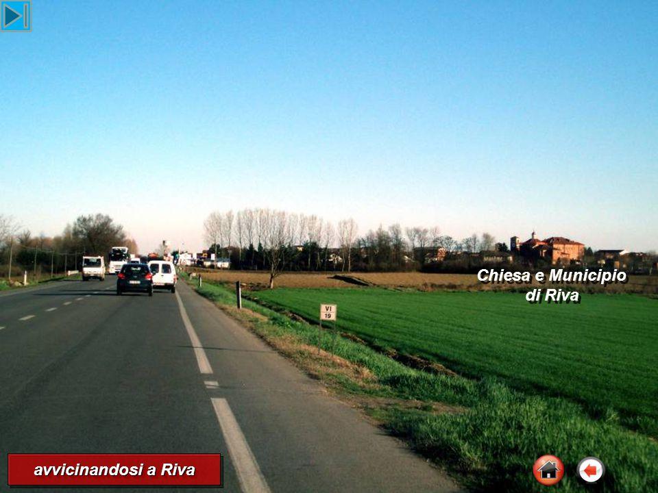 avvicinandosi a Riva Chiesa e Municipio di Riva Chiesa e Municipio di Riva