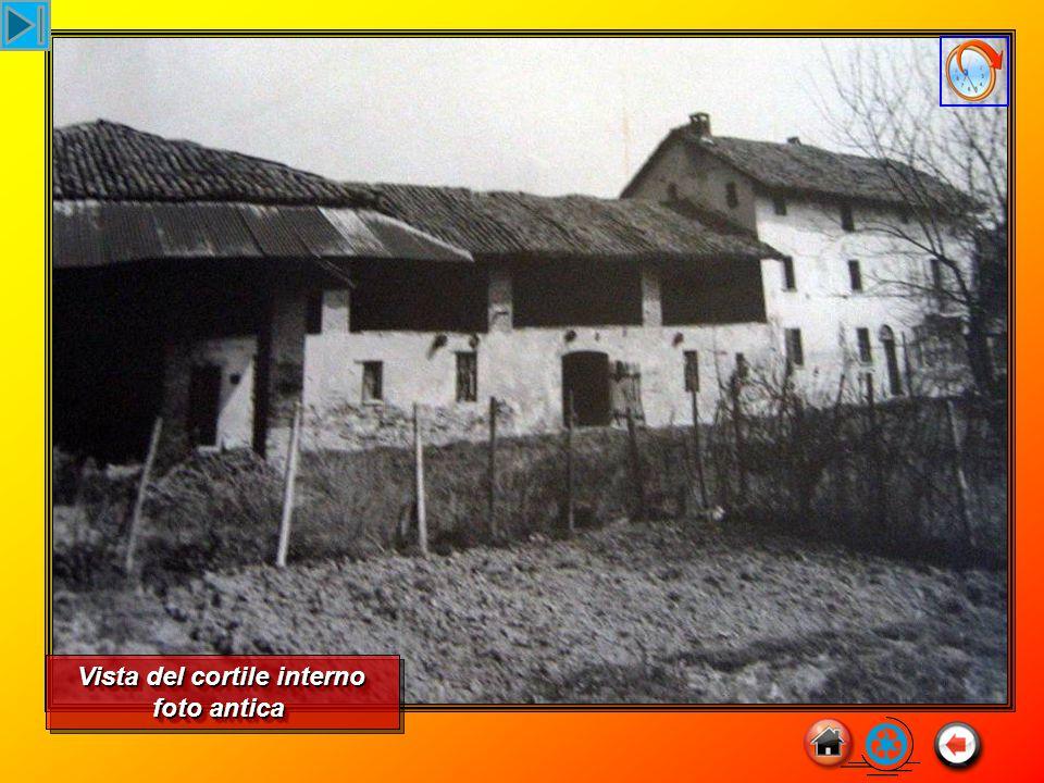 foto antica Vista del cortile interno foto antica