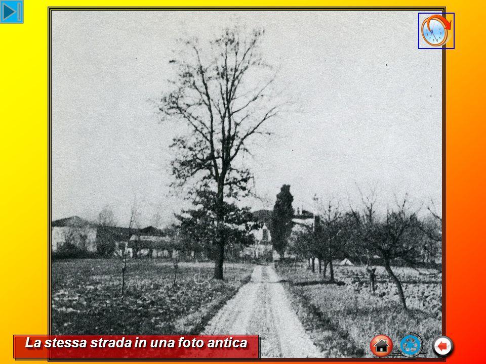 La stessa strada in una foto antica