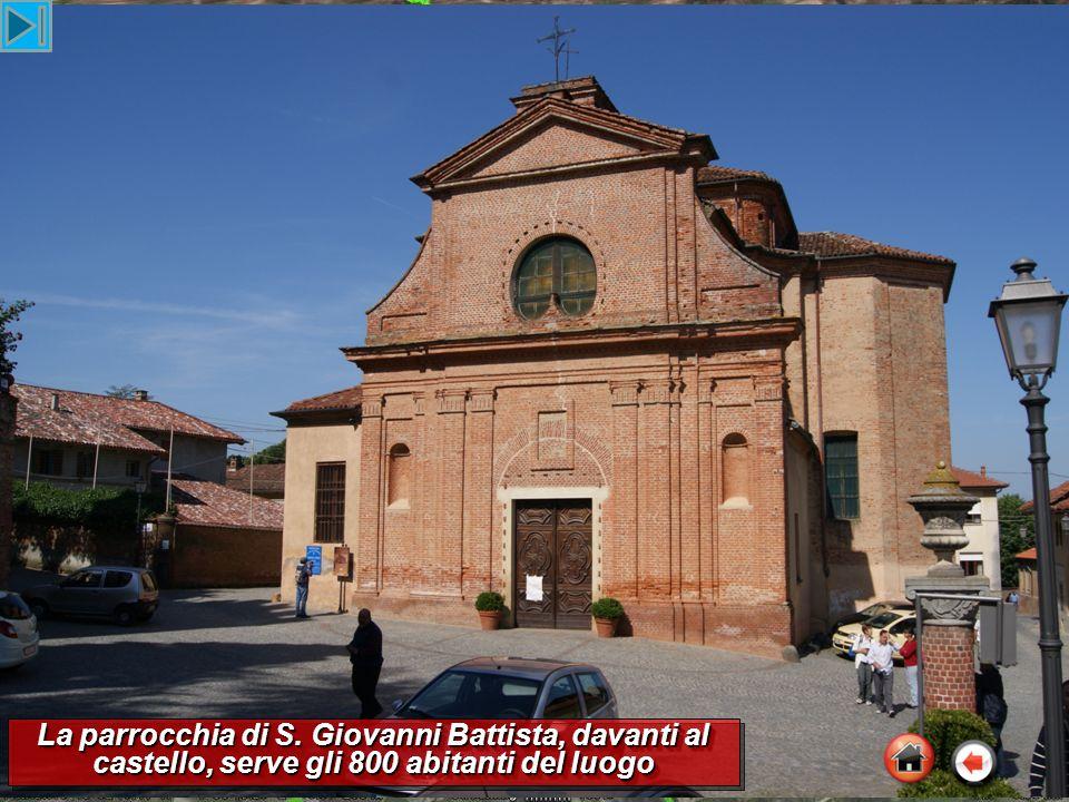 La parrocchia di S. Giovanni Battista, davanti al castello, serve gli 800 abitanti del luogo