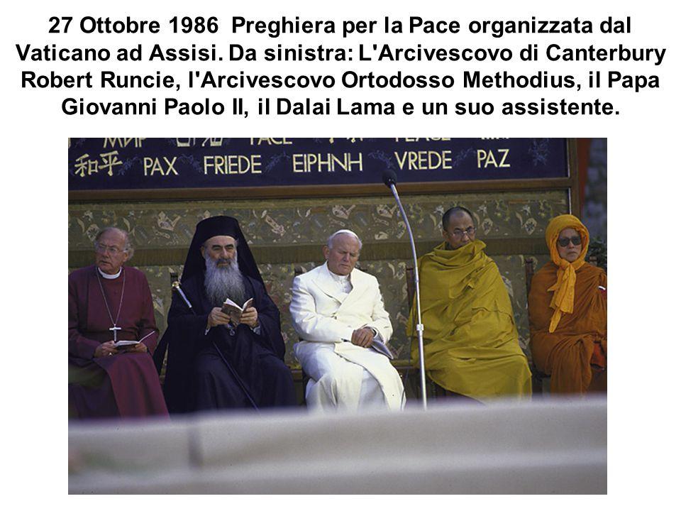 27 Ottobre 1986 Preghiera per la Pace organizzata dal Vaticano ad Assisi. Da sinistra: L'Arcivescovo di Canterbury Robert Runcie, l'Arcivescovo Ortodo