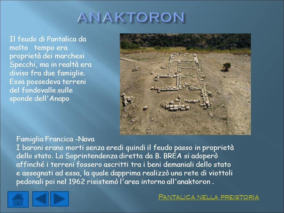 Il feudo di Pantalica da molto tempo era proprietà dei marchesi Specchi, ma in realtà era diviso fra due famiglie. Essa possedeva terreni del fondoval