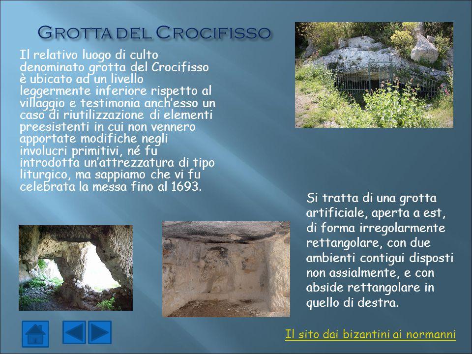 Il relativo luogo di culto denominato grotta del Crocifisso è ubicato ad un livello leggermente inferiore rispetto al villaggio e testimonia anch'esso