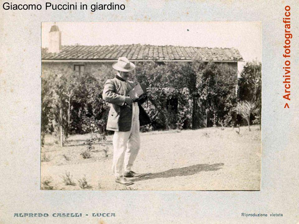 Giacomo Puccini in giardino