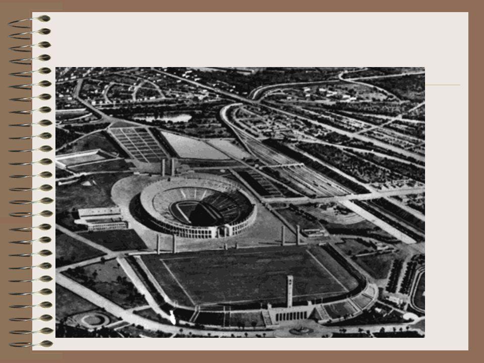 La Stampa, 3 maggio 1933 « Meraviglioso è l'effetto di questa ciclopica gradinata ovale, coi suoi 45 scalini.