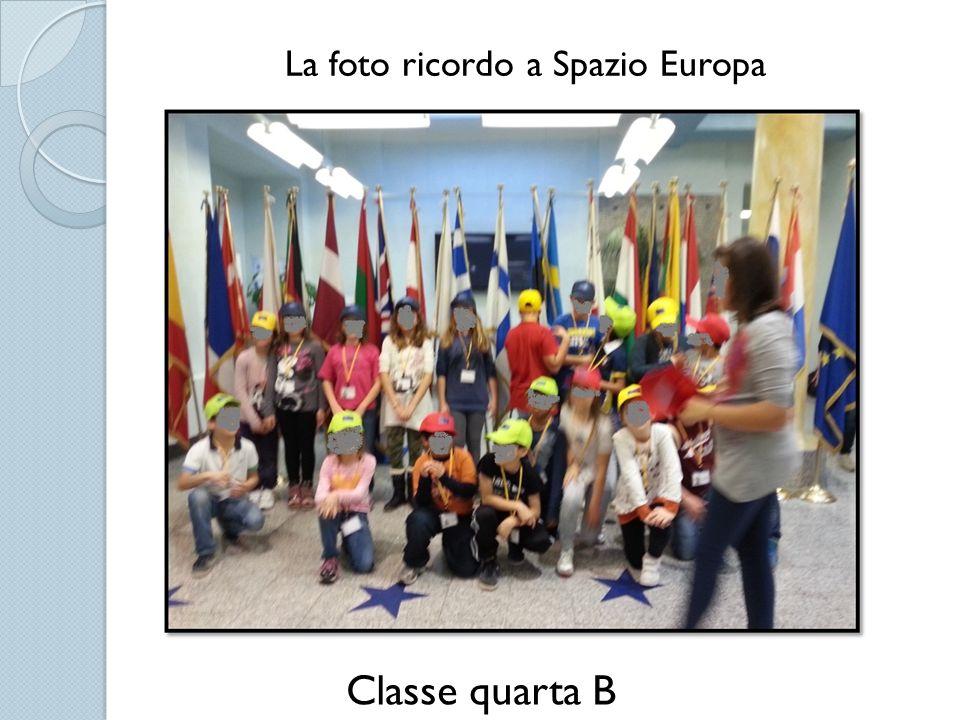 La foto ricordo a Spazio Europa Classe quarta B