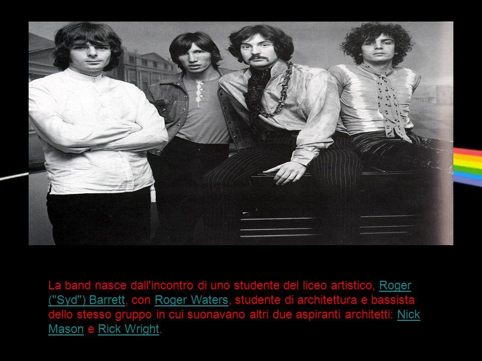 La band nasce dall'incontro di uno studente del liceo artistico, Roger (