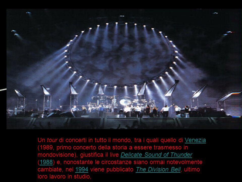 Un tour di concerti in tutto il mondo, tra i quali quello di Venezia (1989, primo concerto della storia a essere trasmesso in mondovisione), giustific