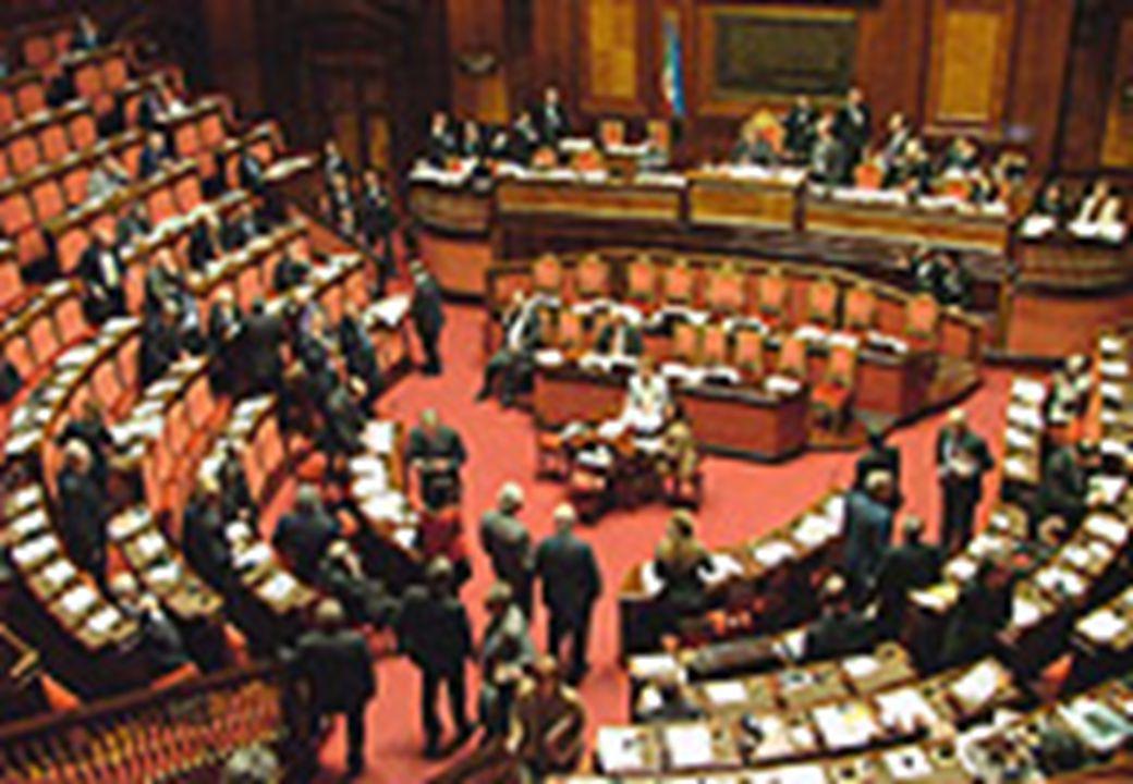 l'iniziativa L'iniziativa legislativa si esercita presentando al Presidente di una delle due Camere (indifferentemente) una proposta di legge.